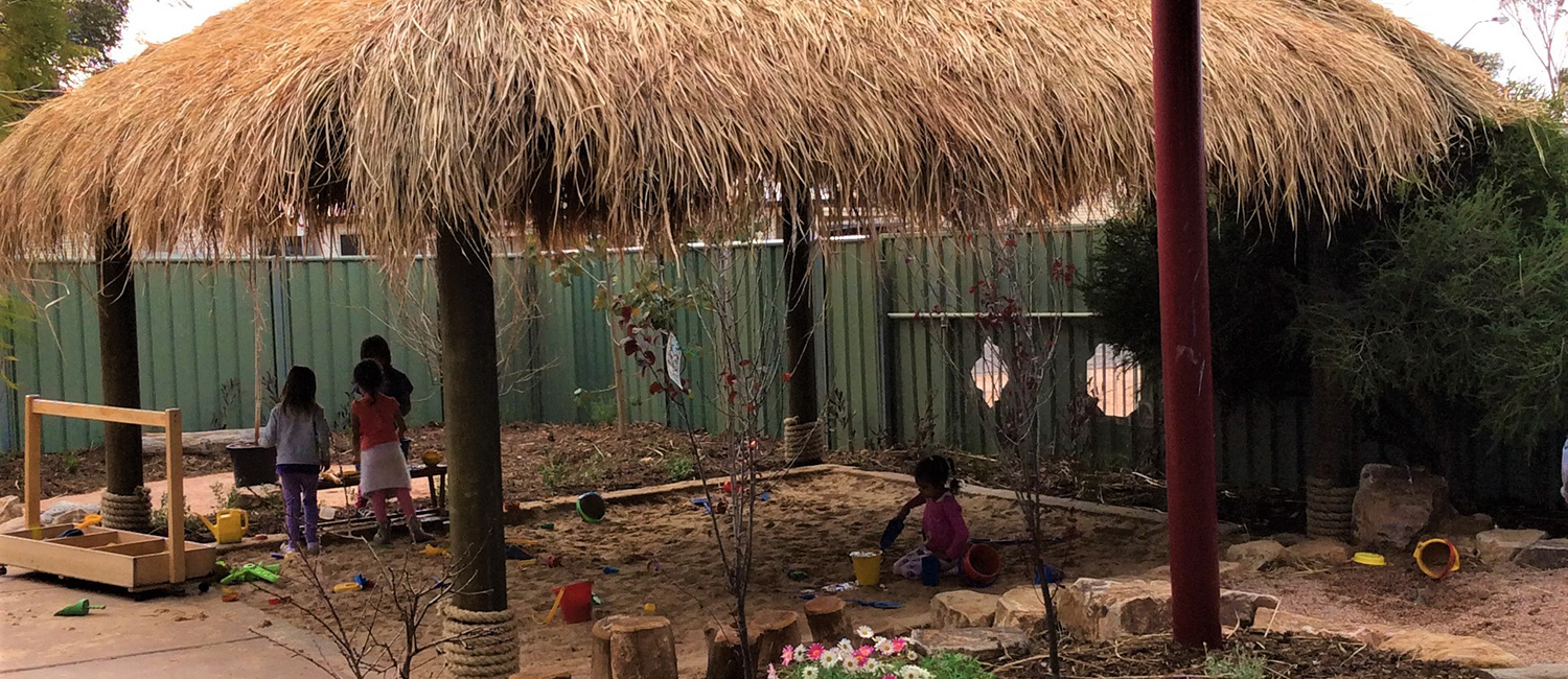Flinders-Childrens-Centre-Outside-Nature-Based-Learning-Sandpit-Shade