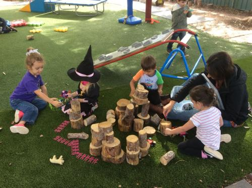 Flinder's-Children's-Centre-Cooperative-Play